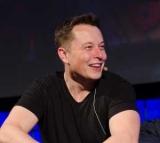 Илон Маск хочет выкупить все акции Tesla