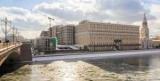 Знаменитый недостроенный напротив Кремля пообещали сдать в этом году