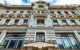Доходные метры: сколько стоят квартиры в домах, где жили Хрущев и Толстой